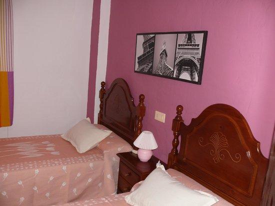 Hospederia Sol Castilla : dormitorio doble con decoracion clasica pero actual y coqueto