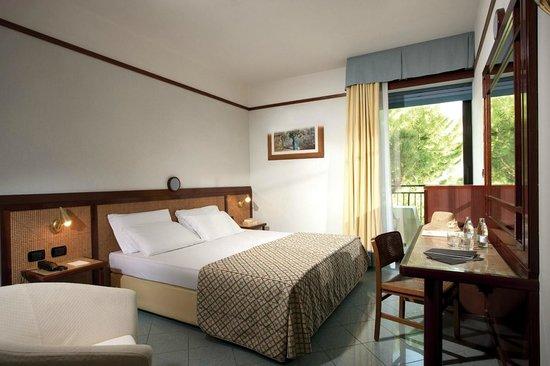 Hotel Bellevue & Resort : Camera matrimoniale