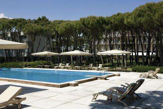 Hotel Resort Bellevue: Piscina