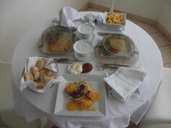 Radisson Blu Palace Resort & Thalasso, Djerba: dejeuner sur la terrasse