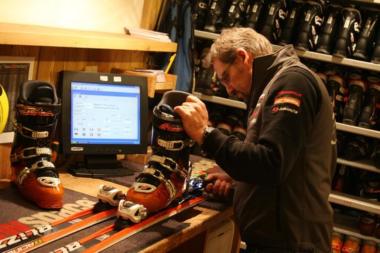 Champoluc, Italy: Ivan The owner at work
