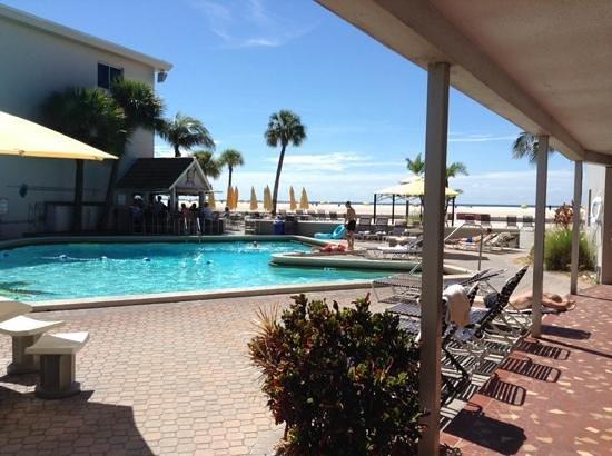 Thunderbird Beach Resort: the thunderbirds pool
