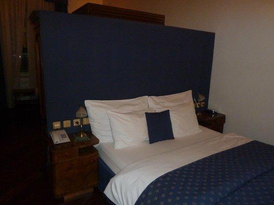 Iron Gate Hotel & Suites: Кровать