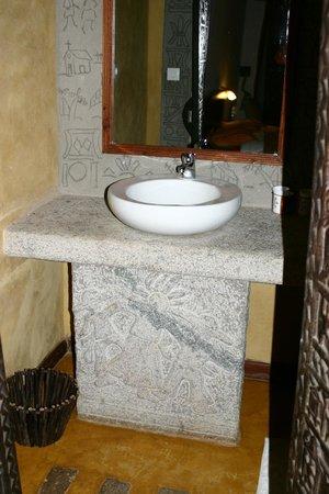 Hotel Au bois vert: lavabo salle de bains