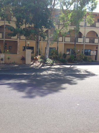 Palm Royale Cairns : View from across the road