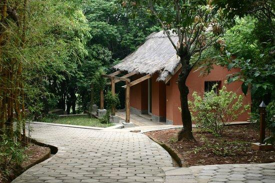 Hotel Au bois vert: une  des  chambre