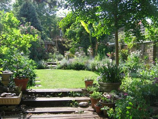B&B at Number 6 : B&B with a garden