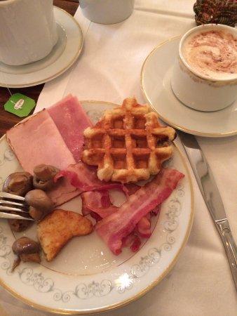 Hotel Metropole : The Belgium Waffle... Of course!