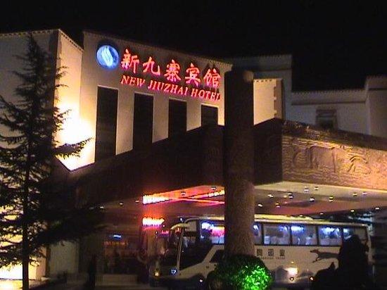 New Jiu Zhai Hotel: Vooraanzicht van het hotel