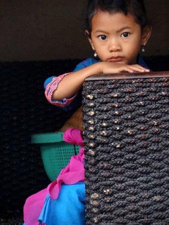 Keramas, Indonesien: sweet girl in sarong on galungang day