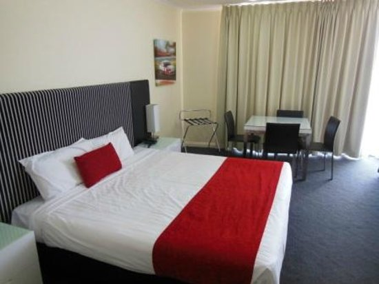 Rydges Mount Panorama Bathurst: King Bed (actually two singles joined together)