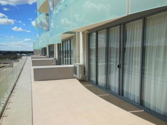 Rydges Mount Panorama Bathurst: 4th Floor Shared Balcony