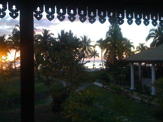 Sofitel Mauritius L'Imperial Resort & Spa: Vue sur le Bar et les jardins