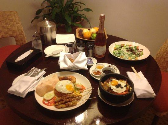 แชงกรีลาส์ ตันจุง อารู รีสอร์ท แอนด์ สปา: J&M-1stWA@TAH-Our In-House Dining...yum yummy!!