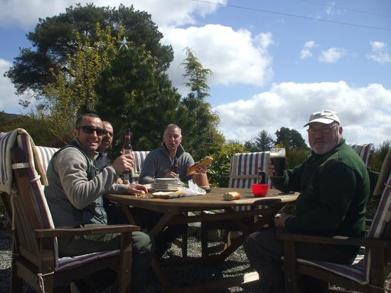 Pine Trees Lodge: Lunch in the Sun !