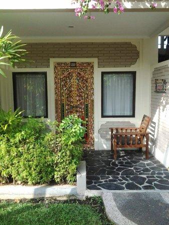 Aneka Lovina Beach Hotel: beautiful door