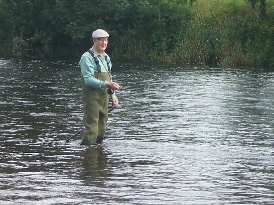 Pine Trees Lodge: Still Fly Fishing on his 90th Birthday !