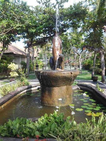 Aneka Lovina Villas & Spa : nice dophin fountain