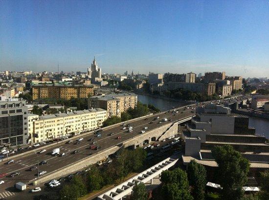 Swissotel Krasnye Holmy Moscow: Вид из окна на набережную