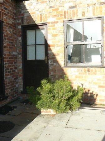 The Bay Horse Inn : Rear courtyard- room 9