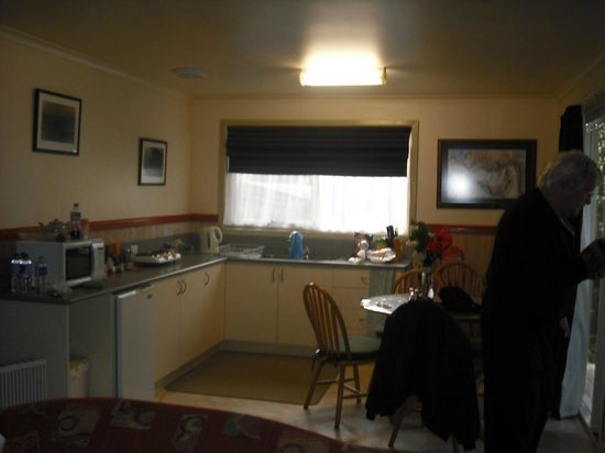 The Crays Accommodation: Kitchen/Dining area