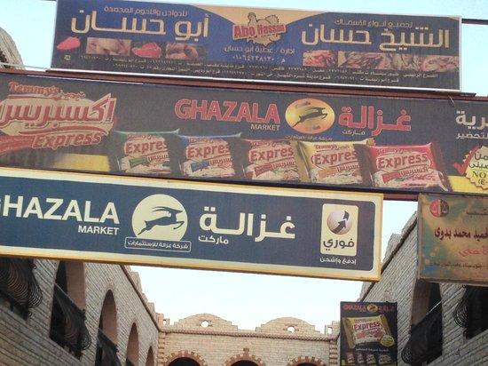 Red C Villas: Local market area