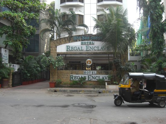 Hotel Regal Enclave : Front of hotel