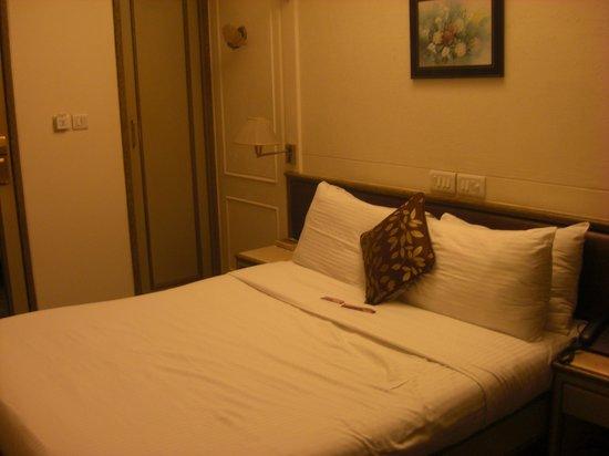Hotel Regal Enclave : Bedroom