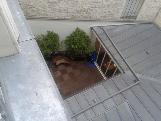 Le Marceau Bastille Hotel : courtyard view from bedroom