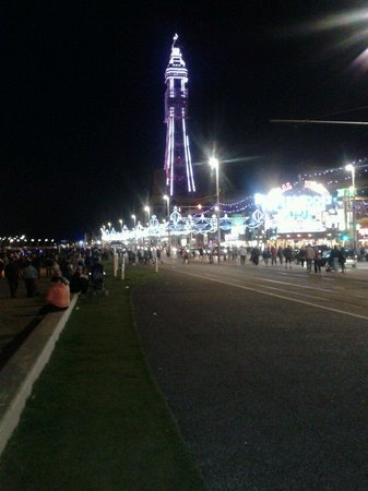 Cleveleys Front: Blackpool lights..