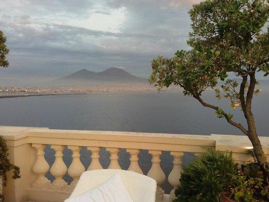 Eurostars Hotel Excelsior : Vesuvio visto dal terrazzo