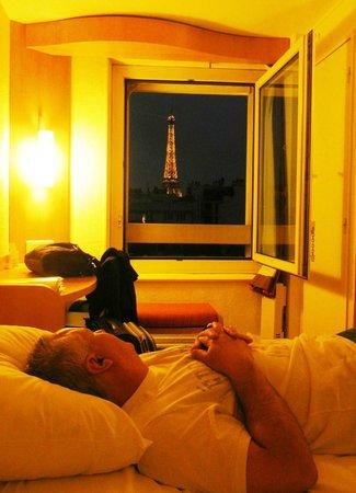 Ibis Tour Eiffel Cambronne: Vista do quarto p/ a Tour Eiffel