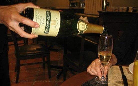 Le Cafe de la Poste : Champagne at reasonable (to us) prices