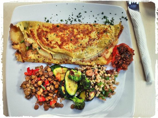 Tin Roof Cafe: My chicken and dhania pancake with ottolenghi inspired salad...