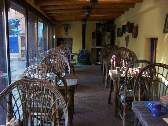 Adobe and Pines Inn B&B: Dining room