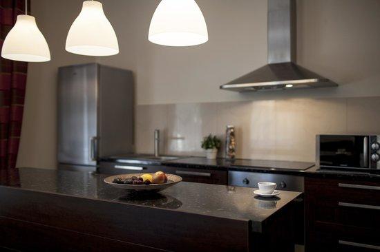 Sodispar Serviced Apartments: Kitchen in Dublin apartment