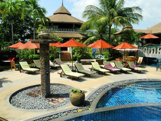 Mangosteen Resort & Ayurveda Spa: Poolside relaxation zone