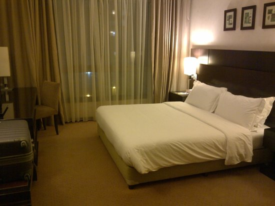 Ramada Plaza Beirut Raouche : Big bed