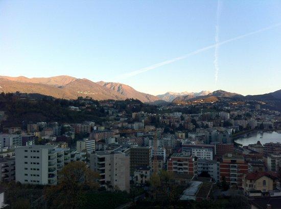 Suitenhotel Parco Paradiso: Sonnenaufgang bin Lugano vom Zimmer aus