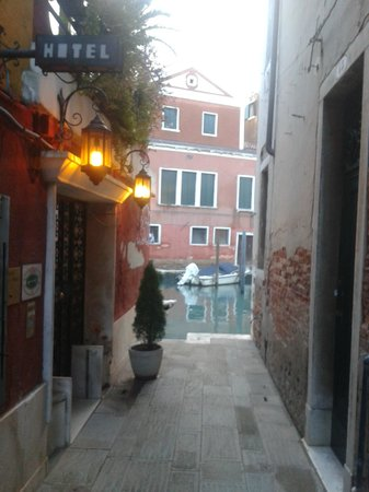 Hotel Dalla Mora : The entrance to the hotel, showing its position adjacent to a canal
