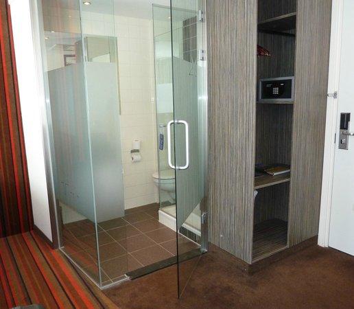 WestCord City Centre Hotel Amsterdam: Стеклянный сан/узел