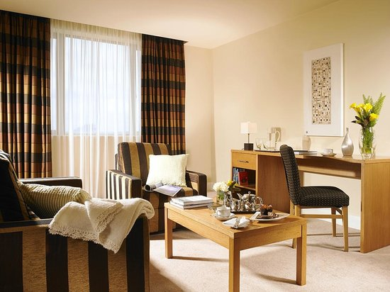 The Connacht Hotel: Apartment Living area