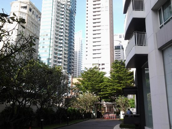 Urbana Langsuan: vista da rua