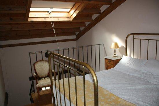 Posada Molino del Canto: Bedroom above lounge below