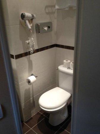 Palym Hotel: Bathroom