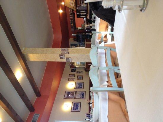 Paolo Pizzeria con Cucina: Interno con tavolo delle insalate