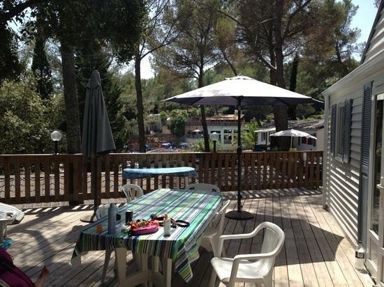 Holiday Green Resort & Spa : terrasse mobilhome. holiday green