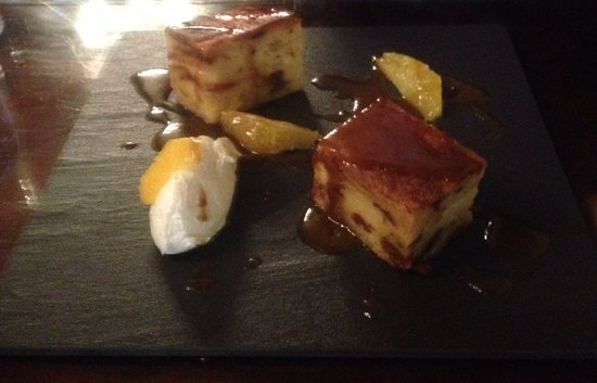 Langley Castle Restaurant: Lunchtime dessert, Bread and Butter Pudding. Excellent!