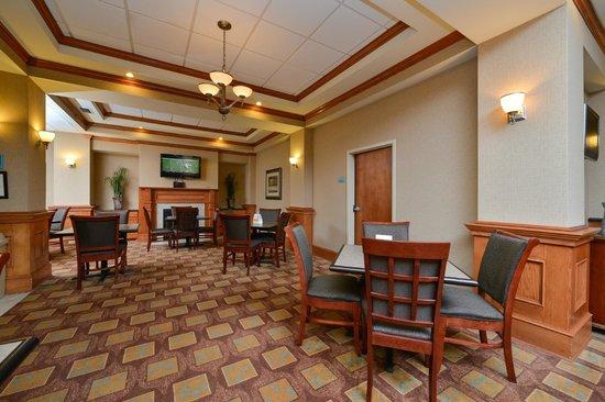 Comfort Inn & Suites North Little Rock: Breakfast Sitting