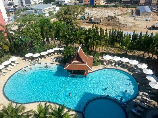 Mercure Pattaya Hotel : Бассейн.